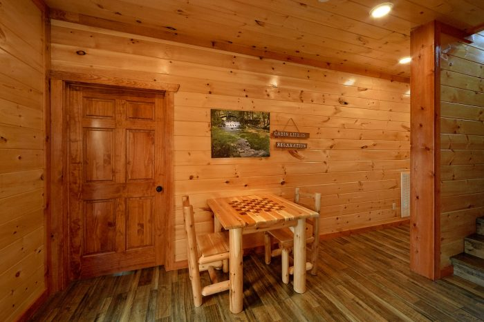 Smoky Mountain 6 Bedroom Cabin with Games - Majestic Splash