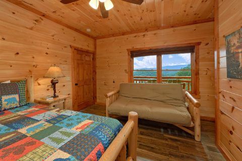 King Bedroom Cabin with Full Bathroom and Futon - Majestic Splash