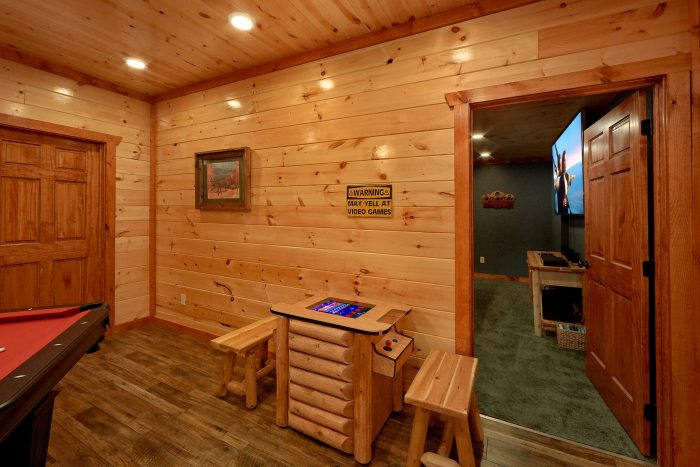 6 Bedroom Cabin with Arcade and Indoor Pool - Majestic Splash