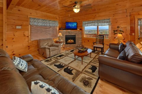 Luxury 4 Bedroom Cabin with Fireplace Sleeps 16 - Majestic View