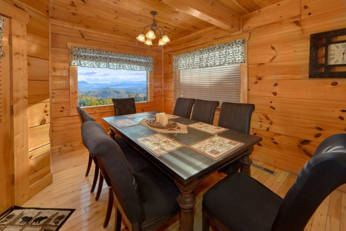 Spacious 4 Bedroom Cabin with Large Dining Area - Majestic View