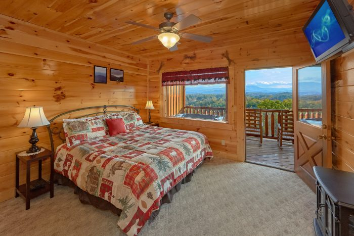King Bedroom with Flatscreen TV and View - Majestic View
