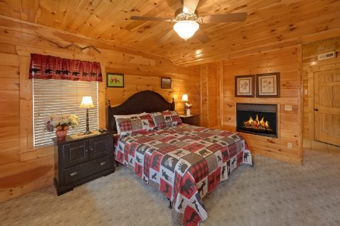 King Bed with Fireplace, Full Bath, and View - Majestic View