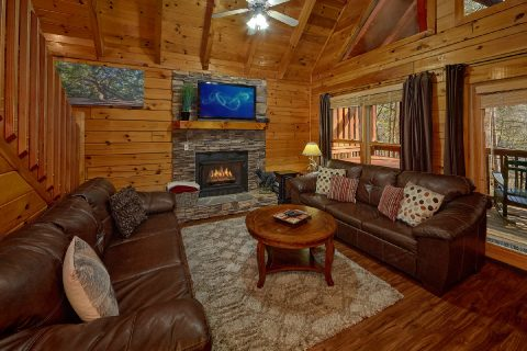 Spacious 4 Bedroom Cabin with Gas Fireplace - Major Oaks