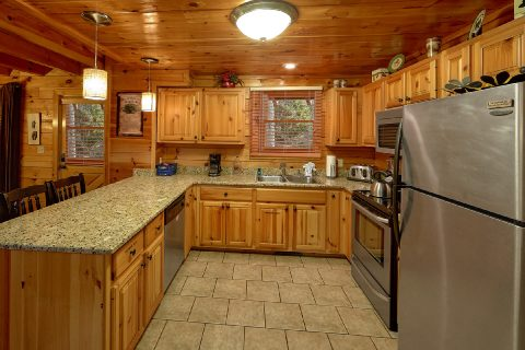 Fully Equipped Kitchen with Bar Area - Major Oaks
