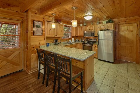Pigeon Forge 4 Bedroom Cabin with Dining for 11 - Major Oaks