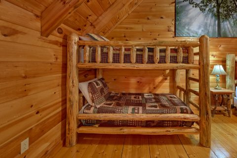 Twin Bunkbeds in Master Bedroom Sleeps 12 - Major Oaks