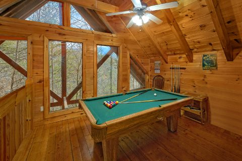 Loft Game Room with Pool Table and Air Hockey - Major Oaks