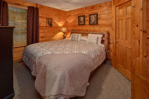King Bedroom with Cable TV and Wi-Fi - Major Oaks