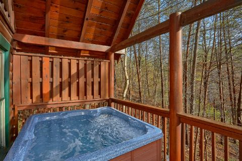Smoky Mountain 4 Bedroom Cabin with Hot Tub - Major Oaks