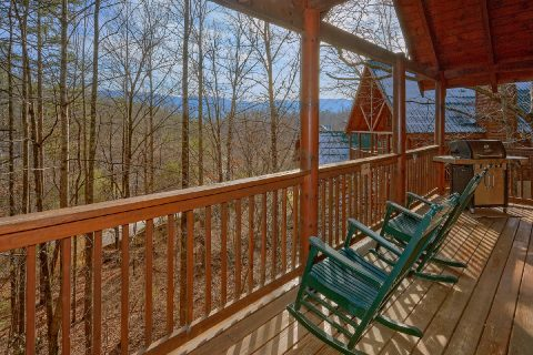 Pigeon Forge 4 Bedroom Cabin with Rocking Chairs - Major Oaks