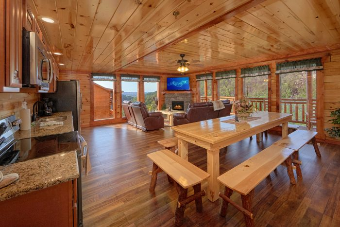 5 Bedroom Cabin with a Fireplace - Makin' Waves