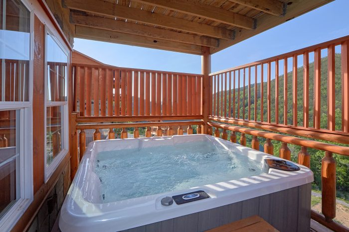 5 Bedroom Cabin with a Hot Tub - Makin' Waves