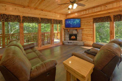 Luxury 6 Bedroom Cabin with Fireplace Sleeps 14 - Making Waves