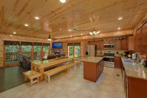 Fully Equipped Kitchen with Bar Area - Making Waves