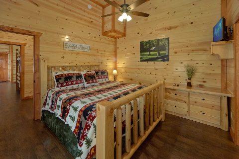 King Bedroom with Flatscreen TV - Making Waves