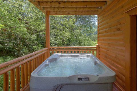 6 Bedroom Cabin with Hot Tub Sleeps 14 - Making Waves