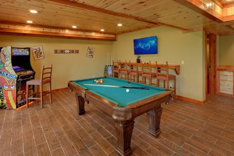 8 Bedroom Cabin with a Billiards Table - Marco Polo