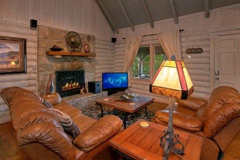 Rustic Cabin with fireplace - Melody Hill