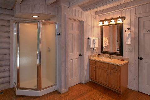 Cozy Cabin with Large Walk in Shower - Melody Hill