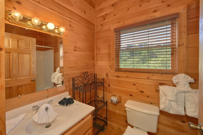Rustic 3 bedroom cabin with private master bath - Memory Maker