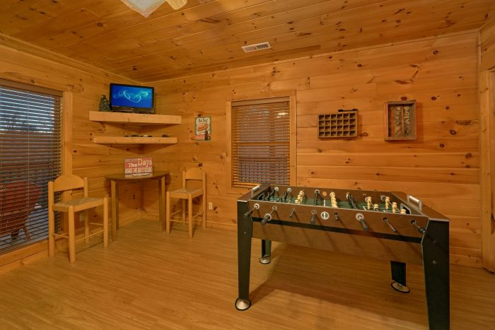 Cabin with foosball, arcade game and hot tub - Memory Maker
