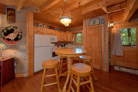 Pigeon Forge Cabin with Dining Table seats 4 - Merry Weather