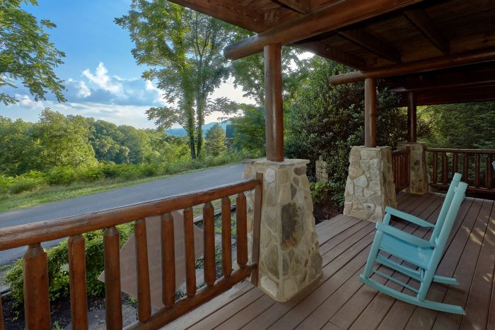 Pigeon Forge Cabin with Covered Front Porch - Merry Weather