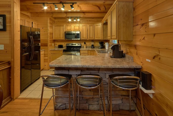 Mountain Shadows 4 Bedroom Cabin Sleeps 8 - Mistletoe Lodge