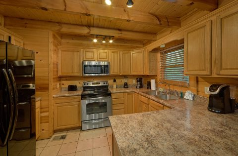 Gatlinburg 4 Bedroom Cabin Large Open Kitchen - Mistletoe Lodge