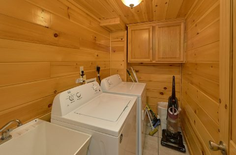 Full size washer and Dryer 4 bedroom Cabin - Mistletoe Lodge