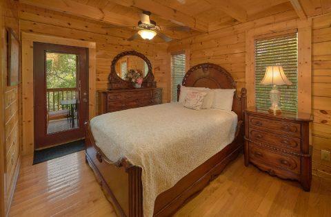 4 Bedroom Cabin with Main Floor Bedroom - Mistletoe Lodge