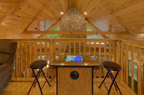 Spacious 4 Bedroom Cabin in Gatlinburg Sleeps 8 - Mistletoe Lodge
