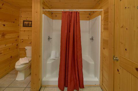 Master Suite with Full Bathroom Gatlinburg Cabin - Mistletoe Lodge