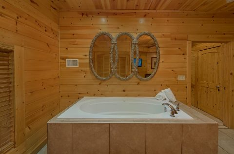 Private Jacuzzi Tub in Master Suite - Mistletoe Lodge
