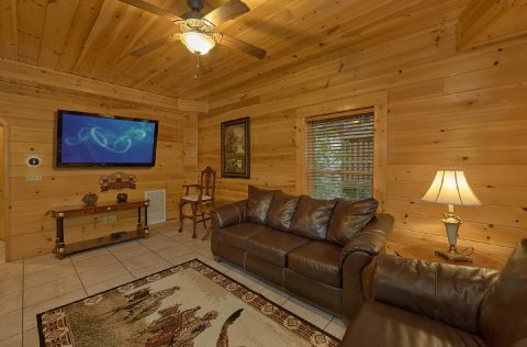 Large Flat Screen TV 4 Bedroom Cabin - Mistletoe Lodge