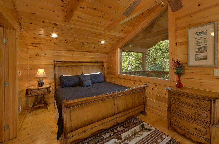 4 Bedroom Cabin Sleeps 8 in Gatlinburg - Mistletoe Lodge