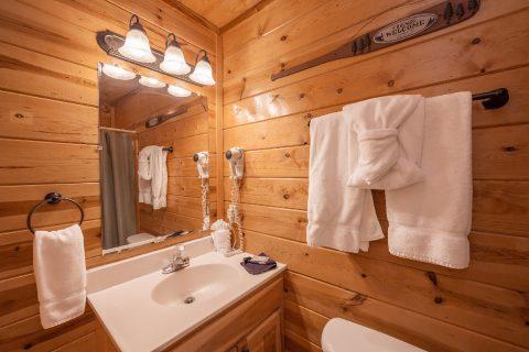 4 Bedroom Cabin Master Suite - Moonlight Getaway