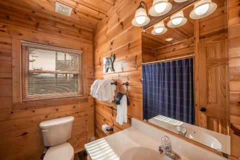 4 Bedroom 3 Bath Cabin Sleeps 10 - Moonlight Getaway