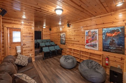 Large Theater Room 4 Bedroom Cabin - Moonlight Getaway