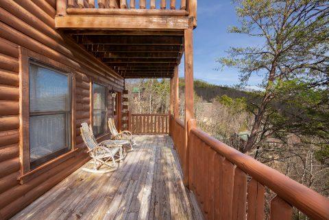 4 Bedroom Cabin Sleeps 10 Deck with Views - Moonlight Getaway