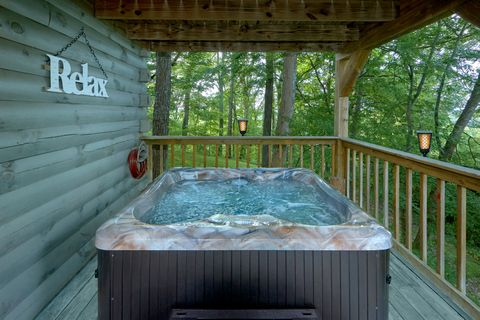 2 Bedroom Cabin with Hot Tub - Moonshadow