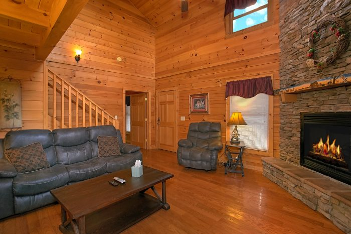 3 Bedroom Cabin with spacious living area - Moonshine Inn