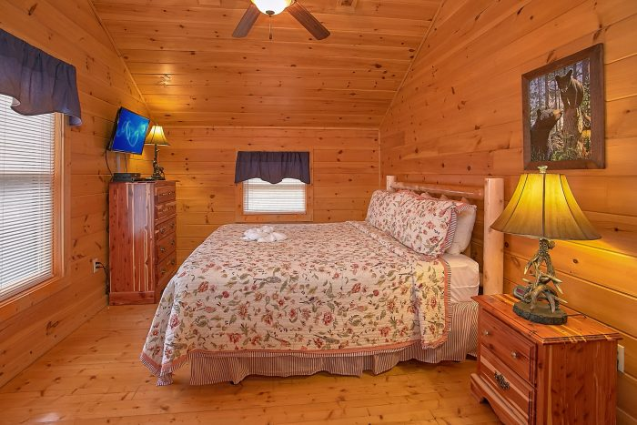 Luxury 3 bedroom Cabin with King Bedroom - Moonshine Inn