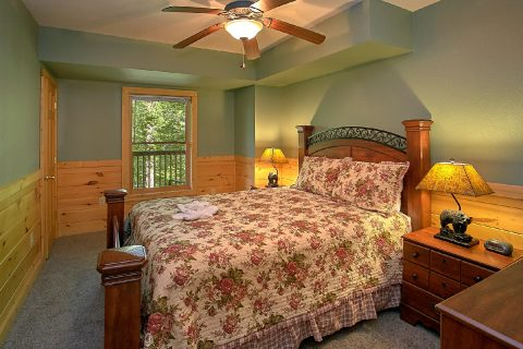 Cabin with 3 Private King bedrooms and Bathrooms - Moonshine Inn