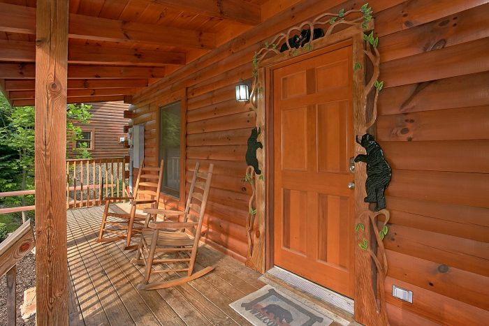Gatlinburg Cabin with Resort Pool Access - Moonshine Inn