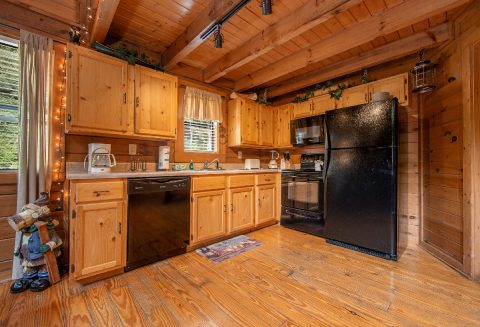 Honeymoon cabin with full kitchen - Moose Lake Lodge