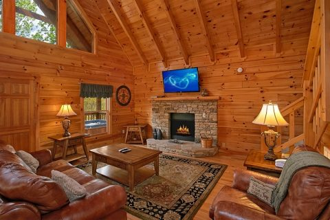 1 Bedroom Cabin with a Living Room and Fireplace - Moose Tracks