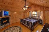 Master Suite 3 Bedroom Cabin Sleeps 9