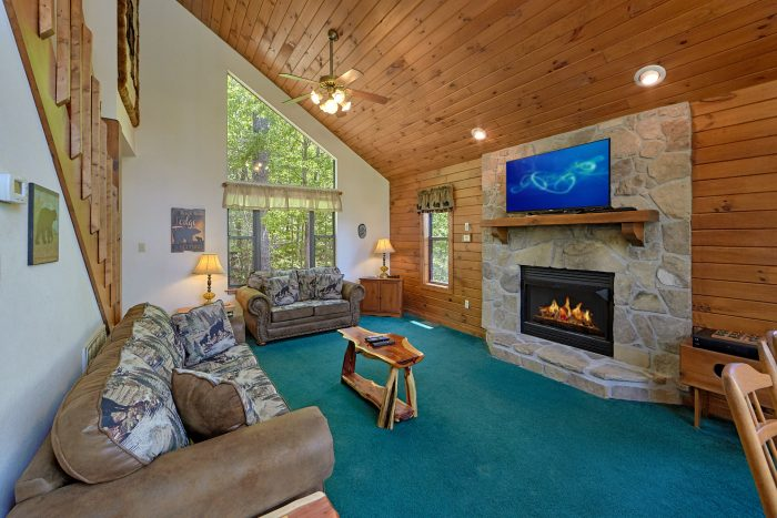 Cozy 2 Bedroom Cabin with Stone Fireplace - Mountain Breeze